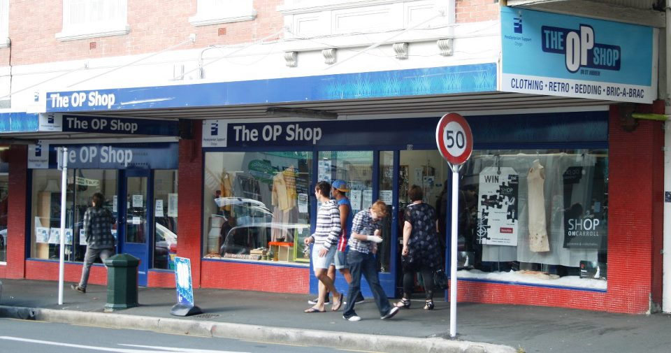 Shop online in New Zealand for discount big brands, surf, street, snow and skate clothing. Fast NZ delivery and price beat guarantee.